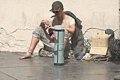 Um homem do mendigo nas ruas de Sevilha Foto de Stock