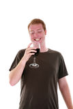 Um homem e seu vinho isolados no branco Imagens de Stock