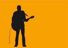 Um homem e sua guitarra. Imagens de Stock
