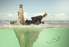 Um homem e uma menina na roupa vitoriano grotesco em uma fada islan fotografia de stock royalty free