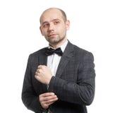 Um homem em um terno e em um laço imagem de stock
