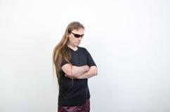 Um homem em uma camisa preta Fotografia de Stock
