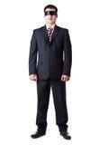 Um homem está estando em uma fita preta Foto de Stock