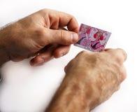 Um homem guarda uma foto fotos de stock royalty free