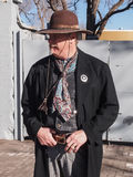 Um homem no equipamento do vaqueiro Imagens de Stock Royalty Free