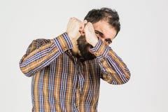 um homem novo amedrontado com uma expressão preocupada em sua cara fotografia de stock
