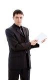 Um homem novo em um terno mostra uma pena em um caderno. Imagens de Stock