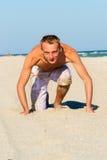 Um homem novo pelo mar Imagem de Stock