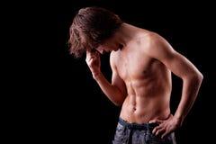 Um homem novo tired e do suor em em topless Imagens de Stock