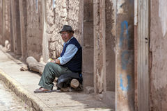 Um homem peruano em Maras no Peru Imagem de Stock