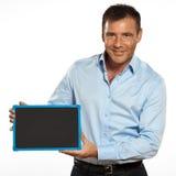 Um homem que guardara uma mensagem do espaço da cópia do quadro-negro Fotografia de Stock Royalty Free