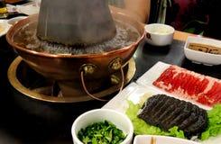 Um hotpot tradicional do Pequim com carne Fotos de Stock Royalty Free