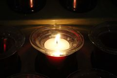 Um iluminado vela imagem de stock