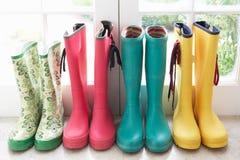 Um indicador de carregadores de chuva coloridos fotografia de stock royalty free