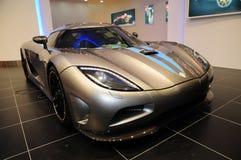 Um indicador do carro de esportes de Koenigsegg na auto mostra   Imagem de Stock