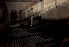 Um indivíduo que senta-se em um ônibus assustador Imagens de Stock