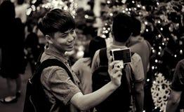 Um indivíduo que toma o selfie Imagem de Stock