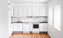 Um interior moderno à moda da cozinha Foto de Stock Royalty Free