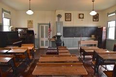 Um interior velho da escola da sala imagens de stock royalty free