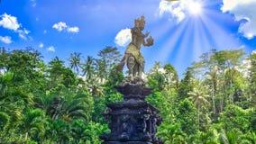 Um jardim indonésio em Bali um jardim indonésio em Bali imagens de stock