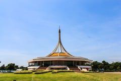 Um jardim público bonito em Banguecoque, Tailândia. imagens de stock royalty free