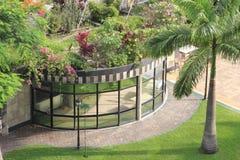 Um jardim tropical em um hotel Fotos de Stock Royalty Free
