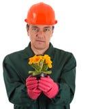 Jardineiro com um flowerpot à disposição Imagem de Stock Royalty Free