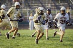 Um jogo da lacrosse da High School fotos de stock