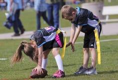 Um jogo de futebol da bandeira para 5 às crianças de 6 anos Fotografia de Stock