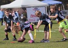 Um jogo de futebol da bandeira para 5 às crianças de 6 anos Fotografia de Stock Royalty Free