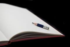 Lápis no bloco de notas Foto de Stock Royalty Free