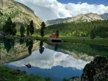 Um lago bonito fotografia de stock