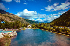 Um lago bonito nas montanhas Imagens de Stock Royalty Free