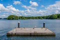 Um lago bonito Sloterplas, no oeste de Amsterdão, Países Baixos fotos de stock royalty free