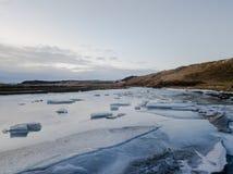Um lago congelado em Islândia Imagem de Stock Royalty Free