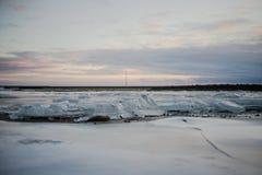 Um lago congelado em Islândia Imagens de Stock