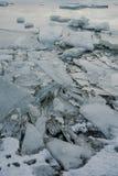 Um lago congelado em Islândia Fotos de Stock