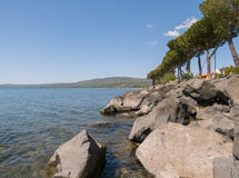 Um lago desolado Imagens de Stock Royalty Free
