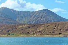 Um lago e montanhas Fotos de Stock Royalty Free