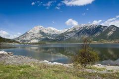 Um lago mountain Fotos de Stock Royalty Free