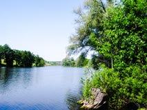 Um lago no vale Imagens de Stock Royalty Free