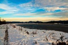 Um lago pequeno da montanha fotografia de stock royalty free