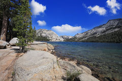 Um lago raso em uma cavidade Fotografia de Stock Royalty Free
