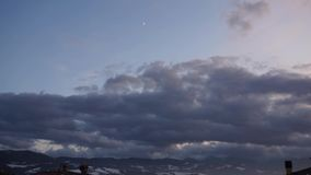 Um lapso de tempo de uma obscuridade nubla-se o céu filme