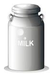 Um leite fresco enlatado Fotografia de Stock Royalty Free