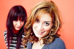 Um louro e um brunette.   Fotografia de Stock