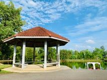 Um lugar de descanso no parque de Pattani que é jardim de Somdej Phra Srinakarin fotografia de stock