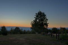 Um lugar a descansar na natureza no nascer do sol fotografia de stock royalty free