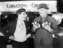 Um maestro e um homem de negócios com as fitas amarradas a nove dedos (todas as pessoas descritas não são umas vivas mais longo e Imagens de Stock