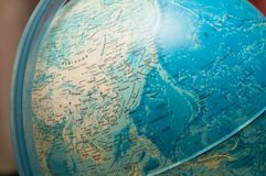 Um mapa moderno do mundo, um globo imagens de stock